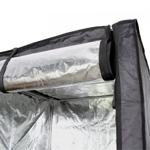Hydro Shoot 40 (40x40x120) Серия Hydro Shoot - гроубоксы начального уровня созданные Secret Jardin, одним из лидеров этого сегмента. Подойдут для тех, кто только решил попробовать себя в деле домашнего выращивания растений, либо для тех, кто не хочет тратить лишние средства, ведь результат, как известно, в большей степени зависит от пользователя, чем от стоимости палатки для выращивания.